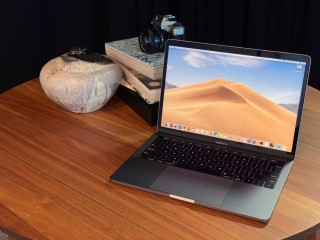 Macbook pro 13-inch,1.4ghz/quadcore i5 8/256 (2019)