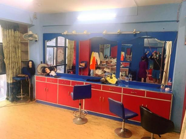 unisex-beauty-parlor-for-sale-big-4