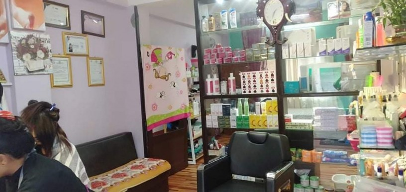 beauty-parlor-training-center-for-sale-big-0