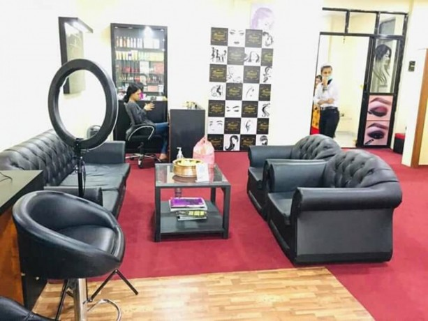 beauty-parlor-for-sale-big-4