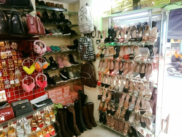 ladies-shoes-bag-shop-for-sale-big-4