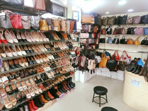 ladies-shoes-bag-shop-for-sale-big-0