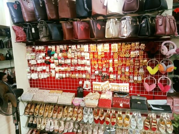 ladies-shoes-bag-shop-for-sale-big-3
