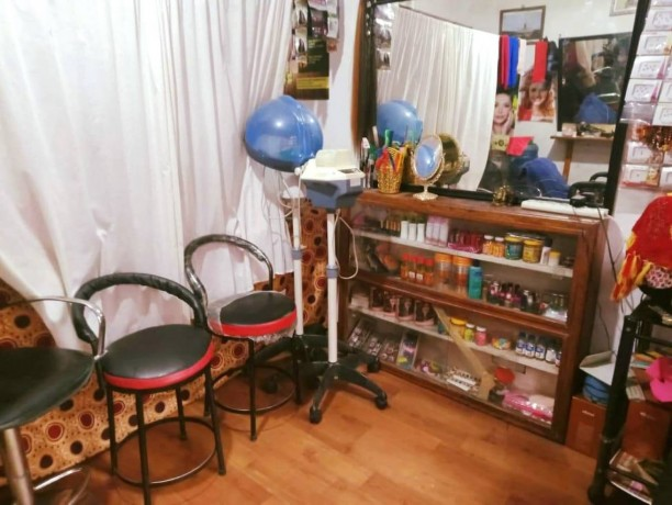 beauty-parlor-for-sale-big-0