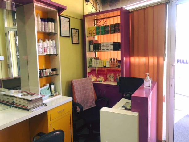 unisex-beauty-salon-for-sale-big-3