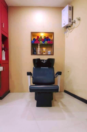 beauty-salon-for-sale-at-pulchowk-big-3