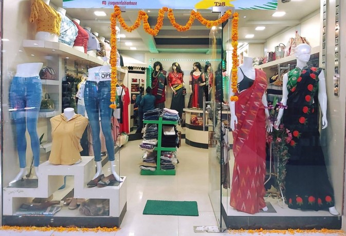 ladies-fancy-shop-for-sale-at-new-buspark-big-0
