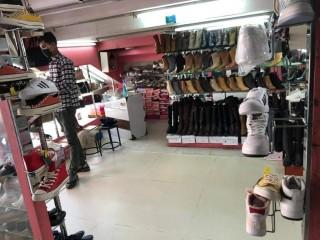 सुन्धाराको मलमा चलिरहेको Ladies Shoes & Bag Shop बिक्रीमा