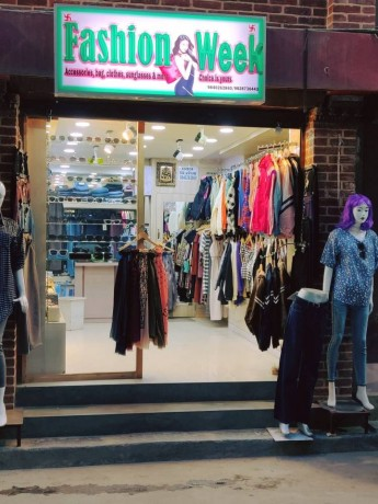 ladies-fancy-shop-for-sale-near-labim-mall-big-3
