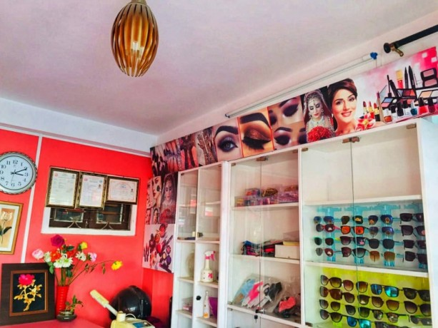 beauty-parlor-for-sale-at-jhamsikhel-big-1