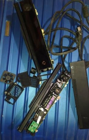 2xdamaged-xbox-one-kinect-sensore-big-2