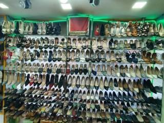 न्युरोडमा चलिरहेको Ladies Shoes Shop बिक्रीमा