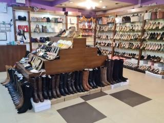 चाबहिलमा चलिरहेको Ladies Shoes & Bag Shop सुलभ मुल्यमा बिक्रीमा
