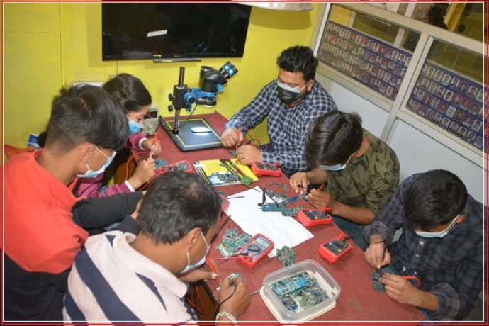 mobile-laptop-repair-training-in-kathmandu-nepal-universal-nepal-big-0