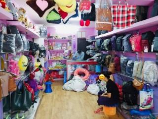 ललितपुर इमाडोलमा चलिरहेको Bag & Gifts Shop सुलभ मुल्यमा बिक्रीमा