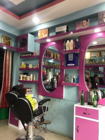 l-beauty-parlor-b-big-1