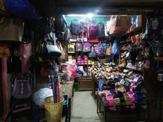 पुरानो बानेश्वरमा चलिरहेको Shoes & Bag Shop बिक्रीमा