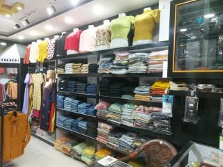 नयाँ बसपार्कको Mall मा चलिरहेको Fancy Shop सुलभ मुल्यमा बिक्रीमा